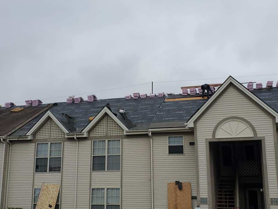 Lancaster, Ohio roofing company for apartment building new roof installatoin