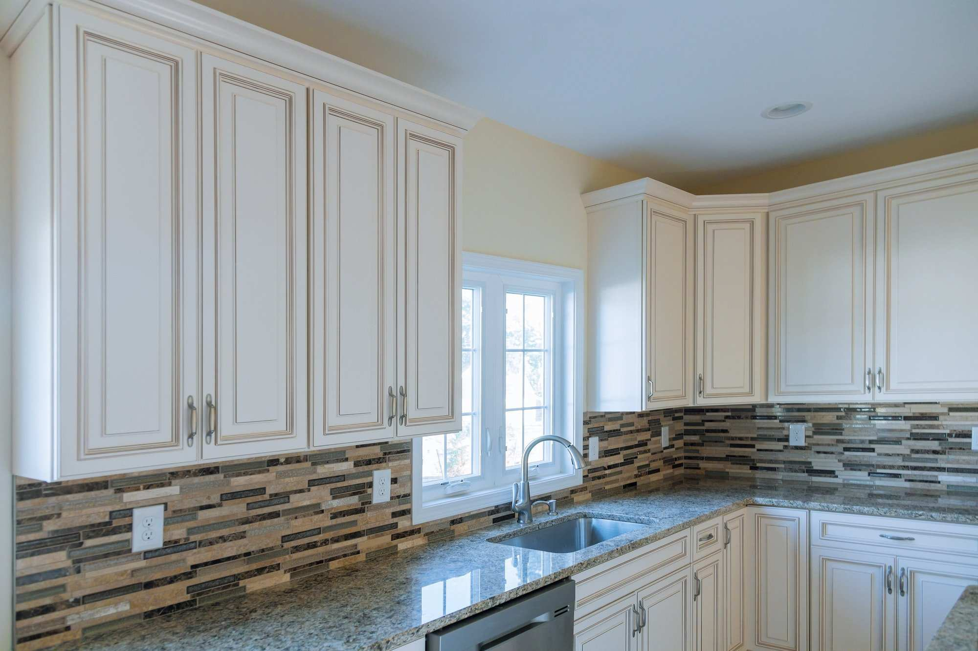 Columbus, Ohio Kitchen remodeling company near me to design a beautiful kitchen furniture the drawer in cabinet.